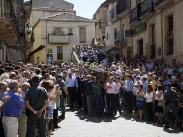 El ferétro de Víctor Barrio, a hombros por Sepúlveda.