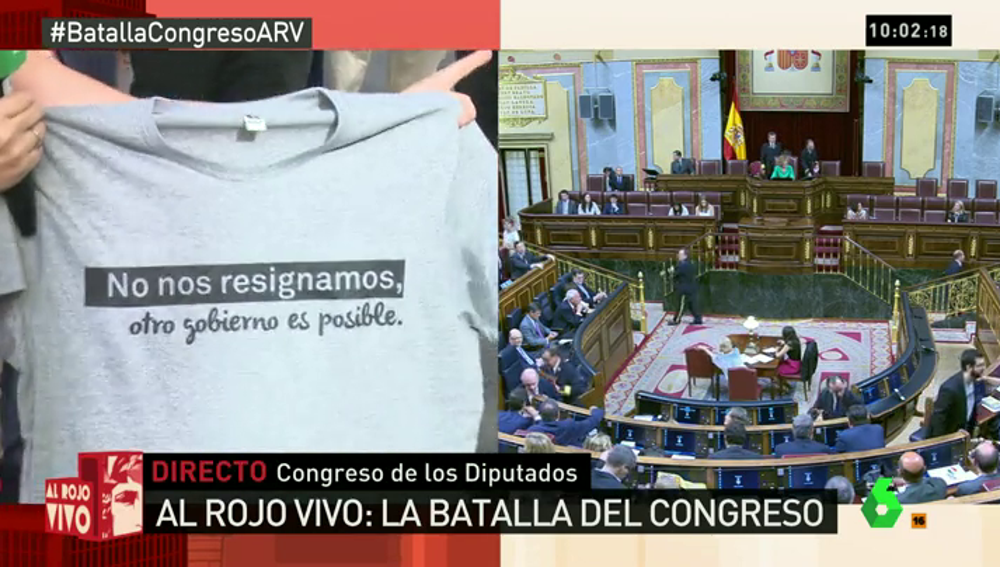 """Frame 9.934502 de: La camiseta de Compromís destaca en el Congreso: """"No nos resignamos, otro Gobierno es posible"""""""