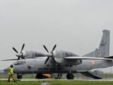 Imagen de archivo de un avión militar modelo Antonov An-32