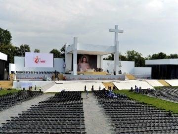 Vista general del escenario en el parque Blonie durante los preparativos de la Jornada Mundial de la Juventud, en Cracovia