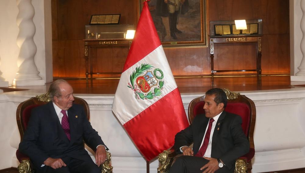 Juan Carlos I con el presidente de Perú, Ollanta Humala