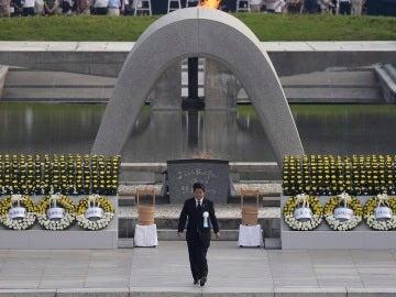 El primer ministro japonés, Shinzo Abe, durante la ceremonia por la paz en el 71 aniversario del lanzamiento de la bomba atómica que acabó con la vida de cientos de miles de personas al final de la Segunda Guerra Mundial.