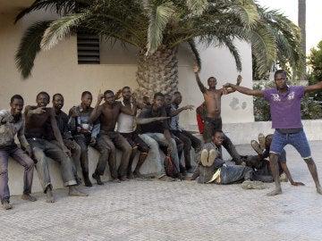 Algunos de los inmigrantes a su llegada a Melilla