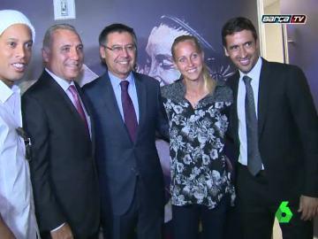 Raúl posando con leyendas del Barça en Nueva York.