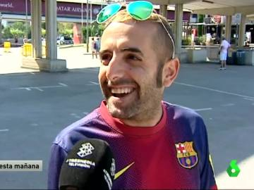 Aficionados culés opinando de la foto de Raúl con el Barça.