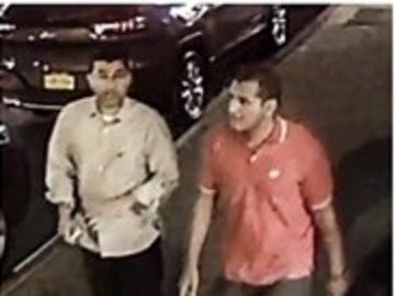 Los dos sospechosos registrados por las cámaras de seguridad