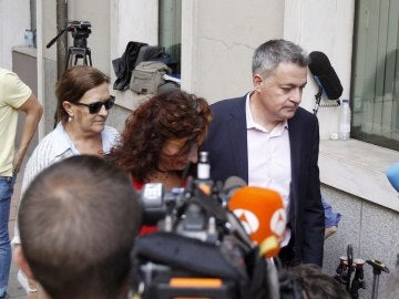 María Jesús Montero, Inés Ayala y Wilfredo Jurado miembros críticos de la Comisión de Ética y Garantías del PSOE a su llegada a la sede de Ferraz