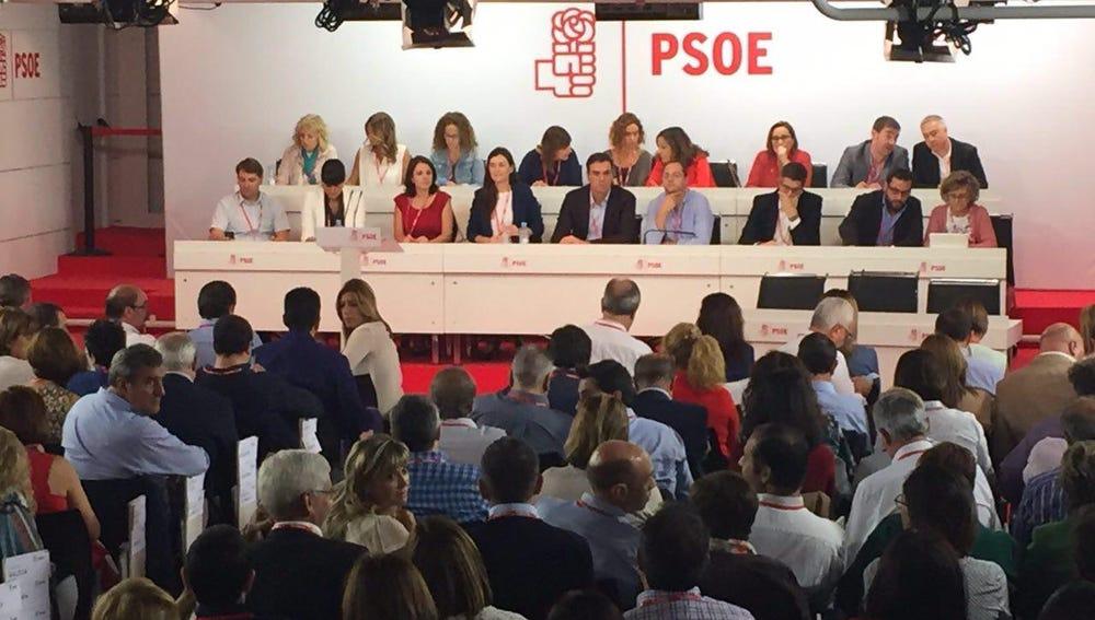 La mesa del Comité Federal del PSOE tras las 17 dimisiones