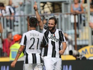 Higuaín y Dybala celebran un gol ante el Empoli