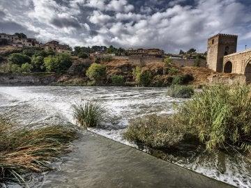 El río Tajo cubierto de espuma blanca