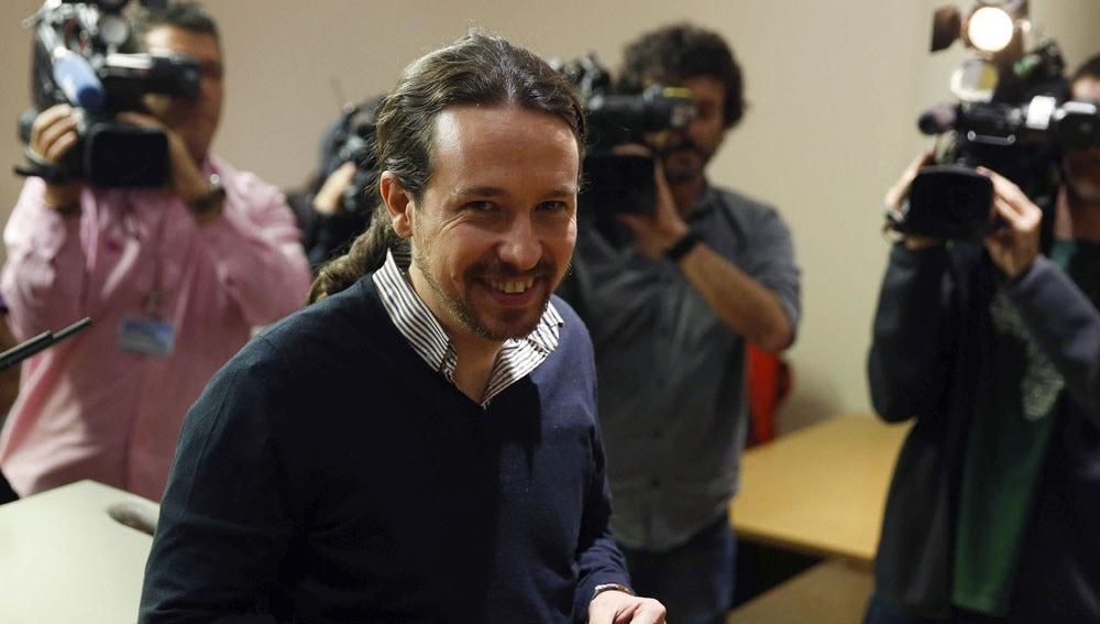 Pablo Iglesias ante los medios de comunicación en el Congreso