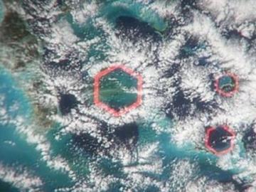 Nubes hexagonales sobre el Triángulo de las Bermudas
