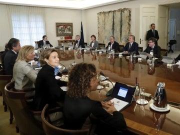 Rajoy preside una reunión del Consejo de Ministros con su Gobierno