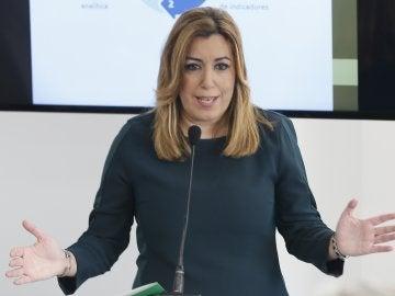 Susana Díaz ante los medios