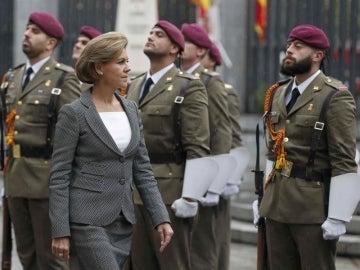María Dolores de Cospedal pasa revista a las tropas