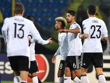 Los jugadores de Alemania celebran uno de los ocho goles anotados ante San Marino