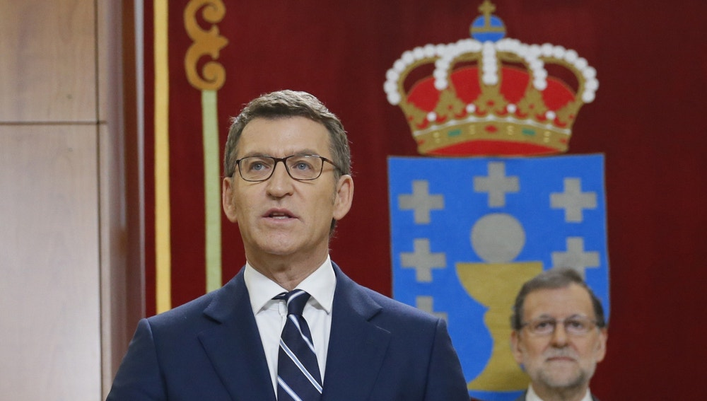 Alberto Núñez Feijóo, promete su cargo como presidente de la Xunta de Galicia, en presencia del presidente del Gobierno, Mariano Rajoy