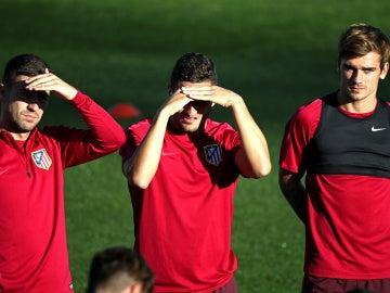Gabi, Koke y Girezmann, en un entrenamiento del Atlético