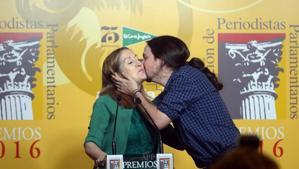 Ana Pastor y Pablo Iglesias en los premios de la Asociación de Periodistas Parlamentarios
