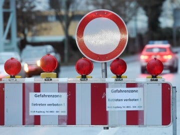 Una señal en el lugar que se ha evacuado a la población alemana