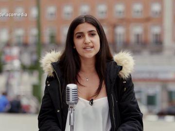 Una chica en 'La calle de la comedia'