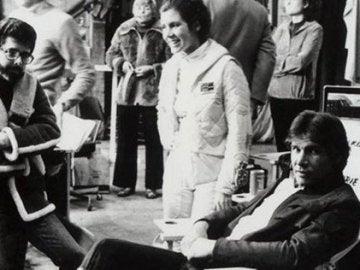 Carrie Fisher junto a Harrison Ford y George Lucas en un momento del rodaje