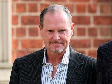 El exinternacional inglés Paul Gascoigne, tirado por una escalera por provocar una riña borracho