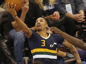George Hill le da la victoria a Utah Jazz y el 'Chacho' se lesiona