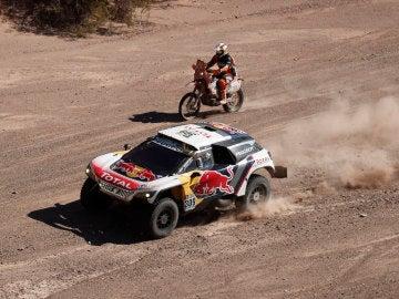 Loeb, en acción durante la 10ª etapa del Dakar
