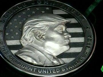 Frame 0.560281 de: moneda trump