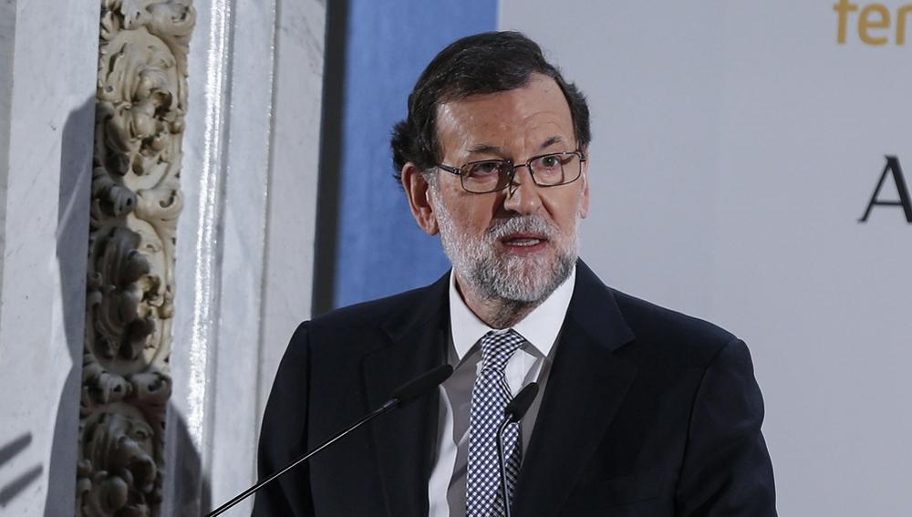 Mariano Rajoy contestando a los periodistas