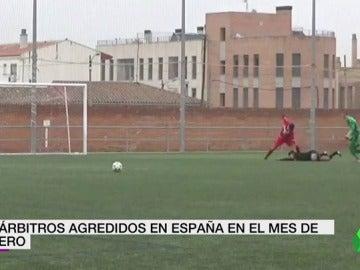 Frame 3.640126 de: Un total de 24 árbitros han sido agredidos en España durante el mes de enero, una cifra récord