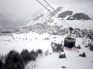Imagen de archivo de una estación de esquí en los Alpes franceses