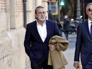 Correa (izquierda) a su llegada al Tribunal Superior de Justicia valenciano