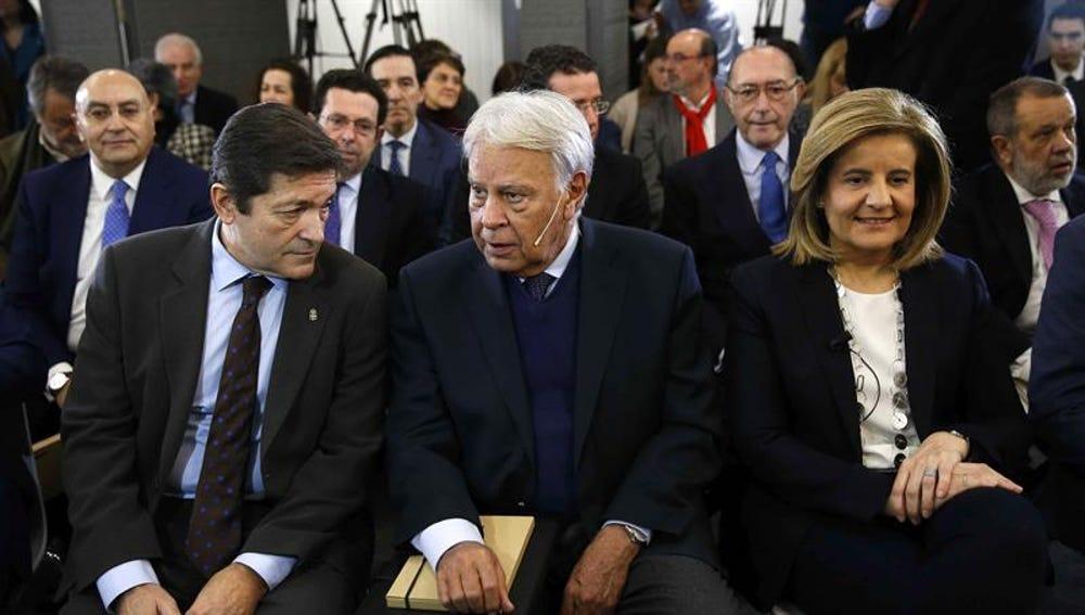 Javier Fernández, Felipe González y Fátima Báñez