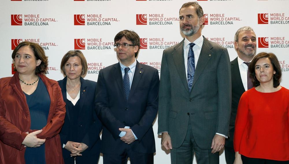 El rey Felipe VI, Ada Colau, Carme Forcadell, Carles Puigdemont, Jaume Collboni y Soraya Sáenz de Santamaría