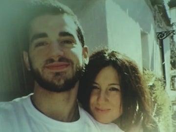 Pablo Ráez junto a su hermana