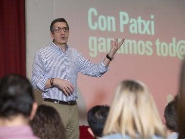 Patxi López durante su intervención en un encuentro con militantes