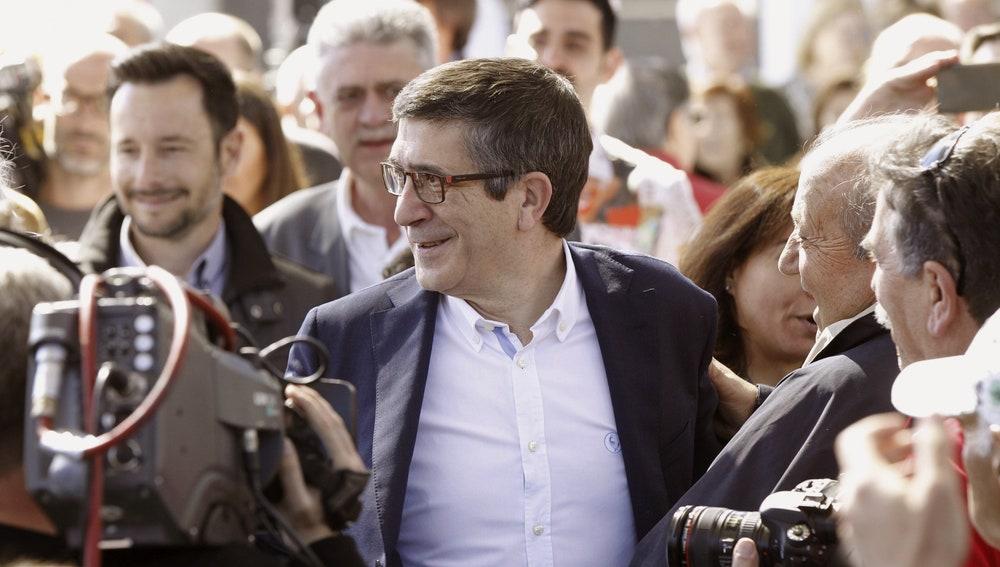 El aspirante a secretario general del PSOE Patxi López