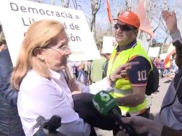 Mujer en la manifestación de Hazte Oír