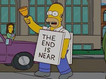 Homer Simpson con un cartel que reza 'El final se acerca'