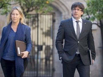 La consejera de la Presidencia, Neus Munté, y el president de la Generalitat, Carles Puigdemont