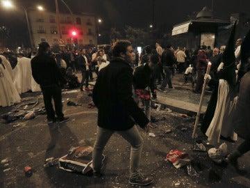 Imagen de una de las estampidas en la Madrugá en Sevilla