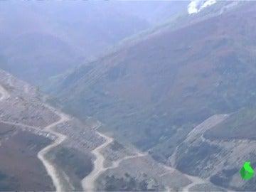 Un incendio arrasa más de 100 hectáreas en una zona montañesa de Ourense