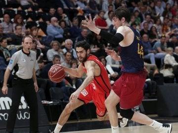 Joan Sastre  trata de superar a Ante Tomic