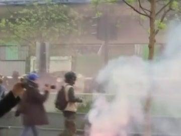 Enfrentamientos entre Policía y asistentes a una manifestación contra Le Pen en París