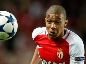 Mbappé, en una acción con el Mónaco