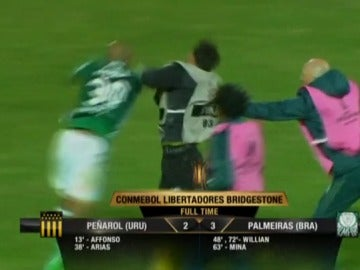 Felipe Melo suelta un puñetazo