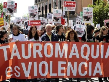 Miles de personas protestan en Madrid contra las corridas de toros