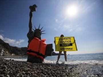 Protesta de Greenpeace en Sicilia
